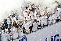 MADRID, ESPANHA, 04 MAIO DE 2012 - COMEMORACAO REAL MADRID - Jogadores  do Real Madrid, celebram o titulo da Liga Espanhola, na Praca Cibeles no centro de Madrid, ontem quinta-feira, 3. (FOTO: ARNEDO  ALCONADA / ALTER / ALFAQUI / BRAZIL PHOTO PRESS)