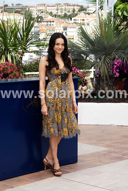 "**ALL ROUND PICTURES FROM SOLARPIX.COM**.**WORLDWIDE SYNDICATION RIGHTS**.Jude Law at the photocall for 'My Blueberry Nights"" at the 60th Cannes International Film Festival,Cannes,France.16 May 2007.this pic:Norah Jones.JOB REF: 3920-JWC        DATE:16_05_07.**MUST CREDIT SOLARPIX.COM OR DOUBLE FEE WILL BE CHARGED* *UNDER NO CIRCUMSTANCES IS THIS IMAGE TO BE REPRODUCED FOR ANY ONLINE EDITION WITHOUT PRIOR PERMISSION*"