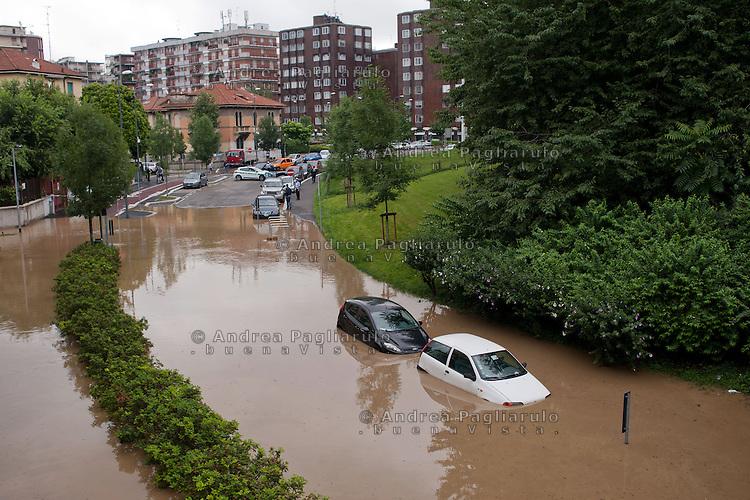 Milano, piazza Carbonari.<br /> Esondazione fiume Seveso.<br /> Milan, flooding of the river Seveso.