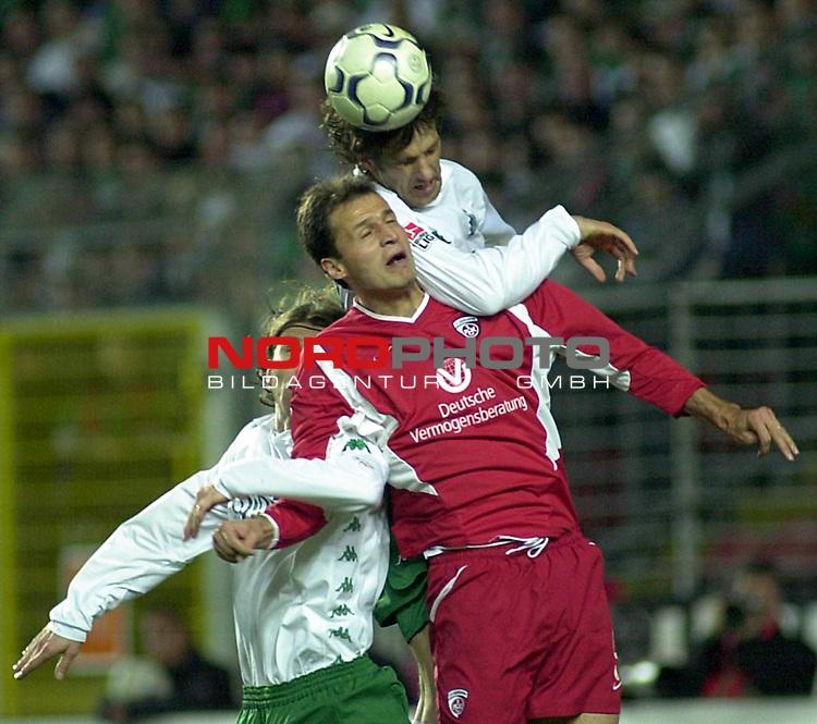 DFB Pokal 2002/2003 Halbfinale<br /> 1. FC Kaiserslautern vs. SV Werder Bremen<br /> Vratislav Lokvenc (Mitte) von Kaiserslautern im Kopfball Duell mit Frank Verlaat (links) und Mladen Krstajic (rechts) von Werder Bremen.<br /> Foto &copy; nordphoto <br /> <br /> <br />  *** Local Caption *** Foto ist honorarpflichtig! zzgl. gesetzl. MwSt.<br />  Belegexemplar erforderlich<br /> Adresse: nordphoto<br /> Georg-Reinke-Strasse 1<br /> 49377 Vechta