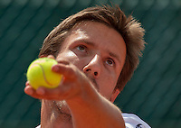 Paris, France, 25 June, 2016, Tennis, Roland Garros,  Igor Sijsling (NED) serving<br /> Photo: Henk Koster/tennisimages.com