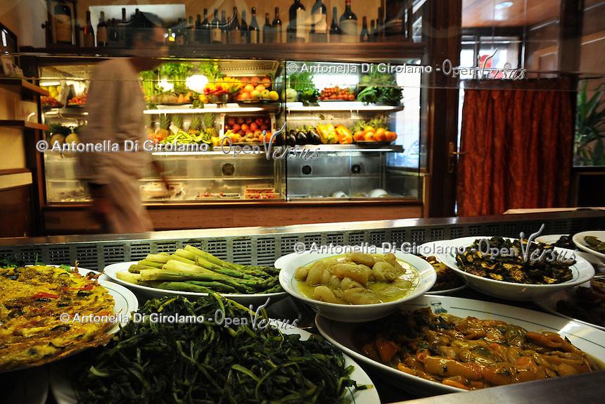 """Il ristorante """"La Campana"""" è uno dei locali più antichi di Roma..The restaurant """"La Campana"""" is one of the oldest in Rome.."""