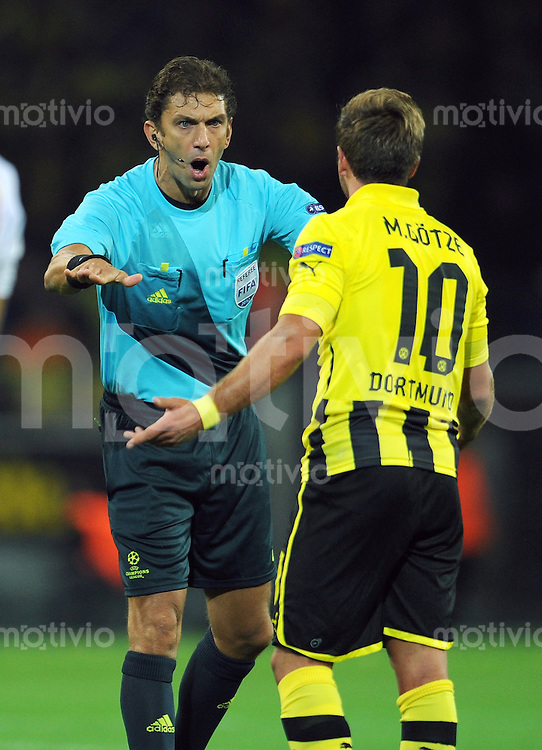FUSSBALL   CHAMPIONS LEAGUE   SAISON 2012/2013   GRUPPENPHASE   Borussia Dortmund - Ajax Amsterdam                            18.09.2012 Schiedsrichter Paolo Tagliavento (li) schimpft mit Mario Goetze (re, Dortmund)