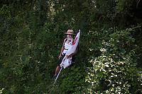 Val di Susa: un'abitante della val di Susa, nel bosco intorno al cantiere della maddalena, per protestare contro l'avvio dei lavori per il tunnel dell'alta velocità.