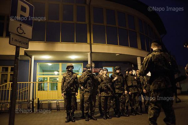 LOMIANKI, 3/2015:<br /> Nocny alarm z replika broni. Czlonkowie organizacji &quot;Strzelec&quot; podczas obozu szkoleniowego w lokalnym gimnazjum. Od rozpoczecia wojny na Ukrainie rozne organizacje paramilitarne staja sie coraz bardziej popularne.<br /> Fot: Piotr Malecki<br /> <br /> LOMIANKI NEAR WARSAW, POLAND, MARCH 2015:<br /> Members of &quot;Strzelec&quot; (&quot;The Shooter&quot;) paramilitary association during night alarm on weekend training at one of the local schools.  (The guns are replicas of the real guns) <br /> Since the start of war in Ukraine, paramilitary associations are becoming more popular.<br /> (Photo by Piotr Malecki)