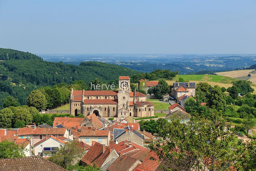 France, Allier (03), Châtel-Montagne, le village et l'église Notre-Dame de Châtel-Montagne // France, Allier, Chatel Montagne