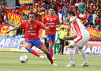IPIALES - COLOMBIA, 28-04-2019: Daniel Giraldo del Pasto disputa el balón con Julian Buitrago del Patriotas durante partido por la fecha 18 de la Liga Águila I 2019 entre Deportivo Pasto y Patriotas Boyacá jugado en el estadio Estadio Municipal de Ipiales. / Daniel Giraldo of Pasto struggles the ball with Julian Buitrago of Patriotas during match for the date 18 as part of Aguila League I 2019 between Deportivo Pasto and Patriotas Boyaca played at Municipal stadium of Ipiales.  Photo: VizzorImage / Leonardo Castro / Cont