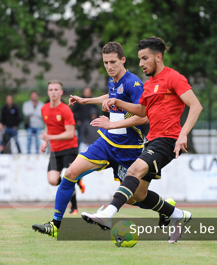 20160713 - DOUAI , FRANCE : RC Lens' Abdellah Zoubir (R) and Waasland Beveren's Jens Cools (L) pictured during a friendly game between Racing Club de LENS and Waasland Beveren during the preparations for the 2016-2017 season , Wednesday 13 July 2016 ,  PHOTO Dirk Vuylsteke | Sportpix.Be