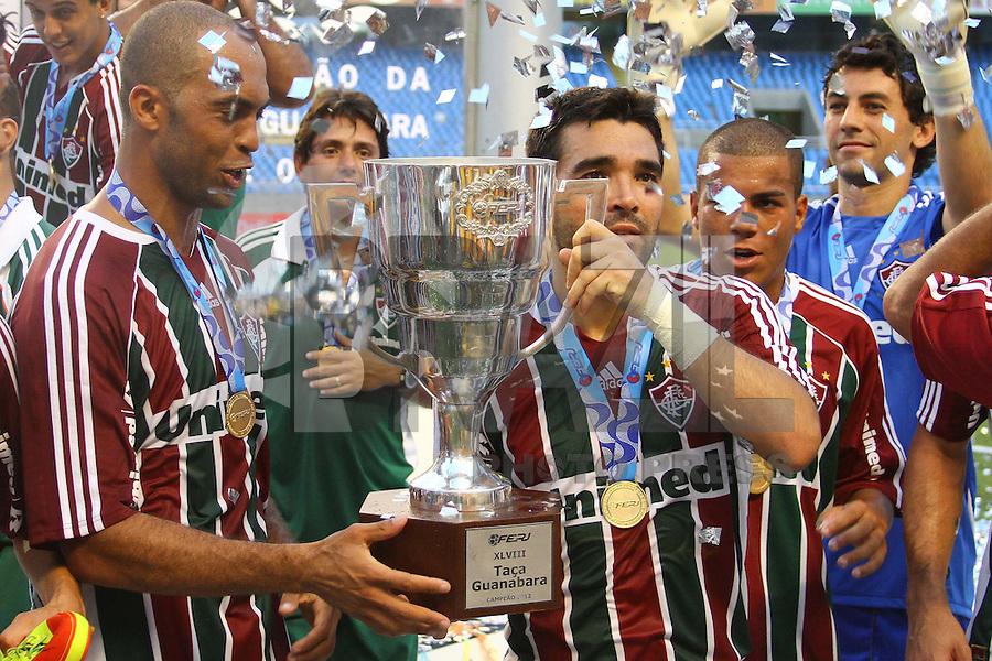 RIO DE JANEIRO, RJ, 26 DE FEVEREIRO 2012 - CAMPEONATO CARIOCA - FINAL - TACA GUANABARA - VASCO X FLUMINENSE - Deco, jogador do Fluminense, comemora o título, após vitória por 3x1 sobre o Vasco, pela final da Taca Guanabara, no estadio Engenhao, na cidade do Rio de Janeiro, neste domingo, 26. FOTO: BRUNO TURANO – BRAZIL PHOTO PRESS
