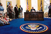 United States President Bill Clinton delivers his live radio address from the Oval Office of the White House in Washington, DC on Saturday, March 25, 1995.  In his remarks, the President spoke of how much can be accomplished when Democrats and Republicans work together to put Americans first.<br /> Mandatory Credit: Robert McNeely / White House via CNP