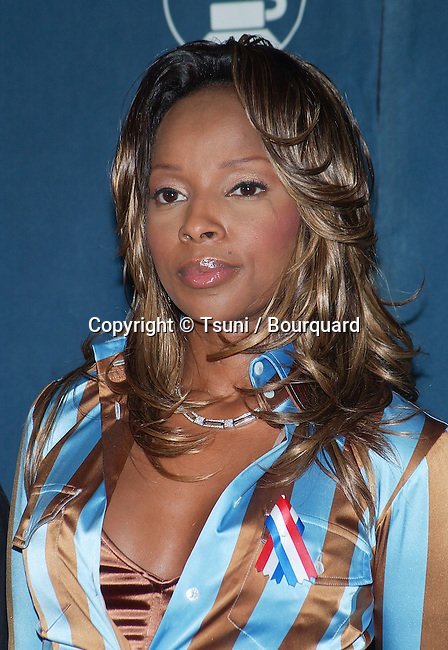 Mary J. Blige at news conference in Los Angeles Thursday, Oct. 18, 2001, to announce date and location of the 44th annual Grammy Awards. BligeMaryJ01.jpg