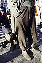 Turquie 1991.Les réfugiés kurdes sur la frontière, en attendant la distribution de nourriture.Turkey 19991.Kurdish refugees on the border waiting for food