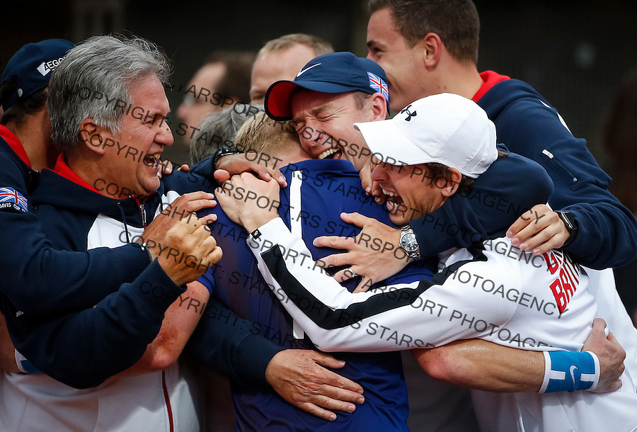 BELGRADE, SERBIA - JULY 17: Kyle Edmund (C) of Great Britain celebrate victory with the Andy Myrray (R) and his team mates after day three of the Davis Cup Quarter Final match between Serbia and Great Britain on Stadium Tasmajdan on July 17, 2016 in Belgrade, Serbia. (Photo by Srdjan Stevanovic/Getty Images)