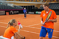 Februari 04, 2015, Apeldoorn, Omnisport, Fed Cup, Netherlands-Slovakia, Training Dutch team, Arantxa Rus with captain Paul Haarhuis<br /> Photo: Tennisimages/Henk Koster
