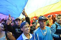 SAO PAULO, 02 DE JUNHO DE 2013 - MOVIMENTACAO PARADA LGBT - Movimentação na Avenida Paulista, durante a Parada LGBT, na tarde deste domingo, 02, região central da capital.  (FOTO: ALEXANDRE MOREIRA / BRAZIL PHOTO PRESS)