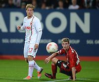 FUSSBALL   1. BUNDESLIGA  SAISON 2012/2013   5. Spieltag FC Augsburg - Bayer 04 Leverkusen           26.09.2012 Marcel de Jong (li, FC Augsburg) gegen Lars Bender (Bayer 04 Leverkusen)