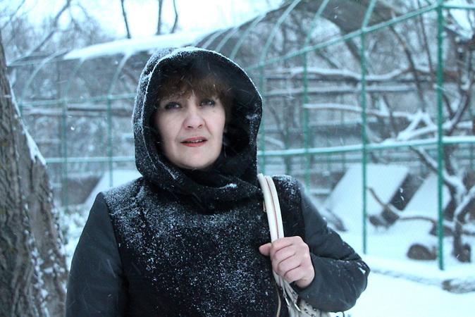 Tatjana stammt aus Snischne, dem Zentrum des Kohlebergbaus im Donbass. Gerade lebt sie in einem Fluechtlingsheim in Mykolajiw. Der Krieg in der Ukraine hat mehr als 1,8 Millionen Menschen zu Fluechtlingen gemacht. Einige flohen in den Westen des Landes, andere nach Russland. / The war in Ukraine caused more than 1,8 million refugees. Some fled to the west, some to Russia.