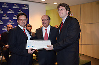 SAO PAULO, 06 DE JULHO DE 2012 - ALCKMIN PREMIO OCTAVIO FRIAS - Governador Geraldo Alckmin durante cerimonoia do Premio Octavio Frias de Oliveira no ICESP (Instituto do Cancer do Estado de Sao Paulo), regiao central da capital, na manha desta segunda feira. FOTO: ALEXANDRE MOREIRA - BRAZIL PHOTO PRESS