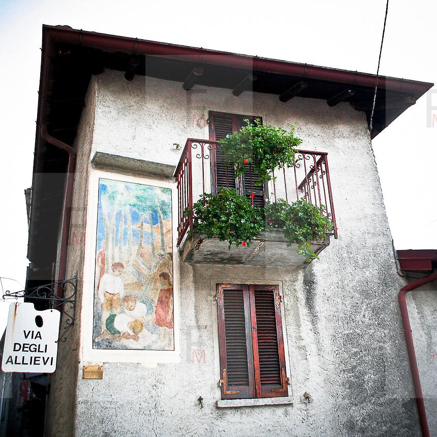"""Arcumeggia il paese dipinto in provincia di Varese. Ingresso """"Via degli allievi"""""""