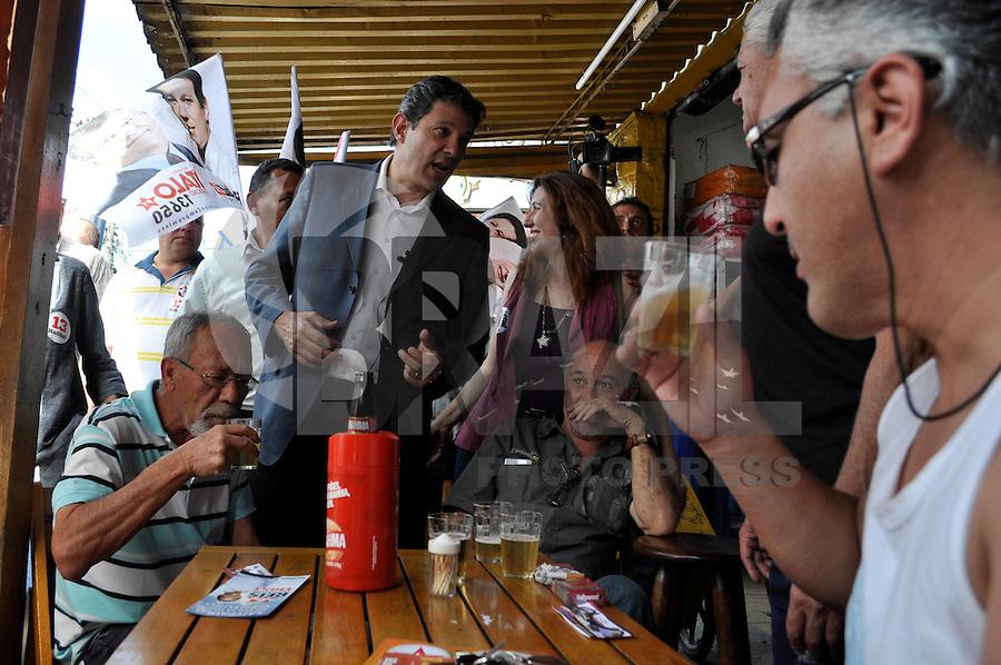 SÃO PAULO, SP, 25 dDE 2012 - ELEIÇÕES 2012 - FERANADO HADAD: O candidato do PT a prefeitura de São Paulo Fernando Haddad realizou uma caminhada na tarde deste sabado (25) na Av. Cupecê localizada no bairro de Cidade Ademar, zona sul da capital. FOTO: LEVI BIANCO - BRAZIL PHOTO PRESS