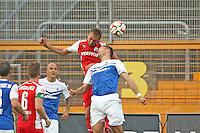 Ronny König (SV 98) gegen Florian Hübner (SVS) - SV Darmstadt 98 vs. SV Sandhausen, Stadion am Boellenfalltor
