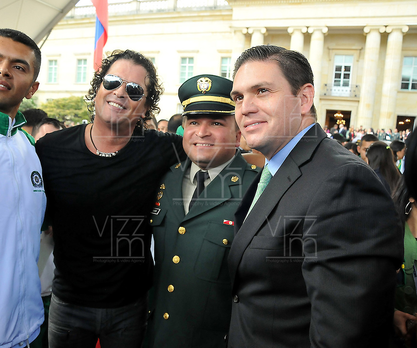 BOGOTç -COLOMBIA. 17-12-2013. Con la presencia del Se–or Presidente de la Republica Juan Manuel Santos ,  la primera Dama de la Nacion Maria Clemencia Rodriguez de Santos , el Se–or Ministro de la Defensa Juan Carlos Pinzon y el cantante Carlos Vives ,la w radio rindio homenaje a los soldados ,policia e infantes de marina heridos en combate . / With the presence of the President of the Republic, Juan Manuel Santos, the First Lady of the Nation Maria Clemencia Rodriguez de Santos, the Minister of Defense Juan Carlos Pinzon and singer Carlos Vives, the radius w paid tribute to the soldiers, police and Marines wounded in combat.Photo: Mauricio Orjuela / Ministerio de Defensa Nacional
