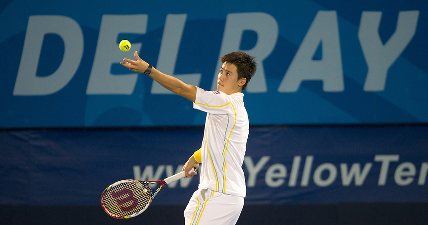 Delray Beach- Feb 26:  Kei Nishikori (JPN) retires from his match against Ivo Karlovic after a back injury. (Photo by Andrew Patron)