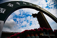 SHA TIN,HONG KONG-MAY 01: The arch at the wire (view from the behind) ,remains Audemars Piguet QE II Cup version at Sha Tin Racecourse on May 1,2017 in Sha Tin,New Territories,Hong Kong (Photo by Kaz Ishida/Eclipse Sportswire/Getty Images)