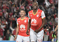 BOGOTÁ - COLOMBIA, 25-07-2017: Javier Lopez jugador de Independiente Santa Fe de Colombia celebra después de anotar un gol a Fuerza Amarilla de Ecuador durante partido por la segunda fase, llave 8, de la Copa CONMEBOL Sudamericana 2017 jugado en el estadio Nemesio Camacho El Campin de la ciudad de Bogotá. / Javier Lopez player of Independiente Santa Fe of Colombia celebrates a goal scored to Fuerza Amarilla of Ecuador during the match for the second phase, key 8, of the Copa CONMEBOL Sudamericana 2017 played at Nemesio Camacho El Campin stadium in Bogota city.  Photo: VizzorImage / Gabriel Aponte / Staff