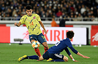 YOKOHAMA - JAPON, 22-03-2019: Takehiro Tomiyasu de Japón disputa el balón con Luis Diaz de Colombia durante partido amistoso de la fecha FIFA marzo 2019 entre las selecciones de Japón y Colombia jugado en el estadio Nissan de la ciudad de Yokohama. / Takehiro Tomiyasu of Japan vies for the ball with Luis Diaz of Colombia during friendly match for the FIFA date March 2019 between national teams of Japan and Colombia played at Nissan stadium in Yokohama city. Photo: VizzorImage / VizzorImage / Julian Medina / Cont