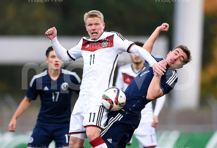 FUSSBALL INTERNATIONAL Laenderspiel U 19  Mercedes Benz Elite Cup 2015  im Stadion an der Kreuzeiche in Reutlingen 12.10.2015 Deutschland - Schottland  Joseph Thomson (re, Schottland) gegen Philipp Ochs (li, (Deutschland)