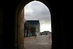 20060213 - France - Vincennes<br />ENTREE DU CHATEAU DE VINCENNES, COTE AVENUE DE PARIS (AU FOND LA CHAPELLE)<br />Ref: CHATEAU_DE_VINCENNES_022 - © Philippe Noisette