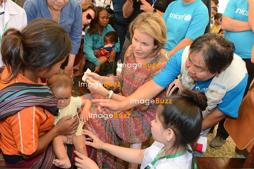 La Reine Mathilde de Belgique visite le centre de sant&eacute; de Tahouak au Laos, lors d'une mission de trois jours en tant que Pr&eacute;sidente d'Honneur d'Unicef Belgique. Mission dont le but d'accro&icirc;tre la sensibilisation en mati&egrave;re d'&eacute;ducation de qualit&eacute;, en mati&egrave;re de sant&eacute; y compris la sant&eacute; mentale, et sur les probl&eacute;matiques de survie et de la malnutrition des enfants.<br /> Laos, 22 f&eacute;vrier 2017.<br /> Queen Mathilde of Belgium observes a screening of malnutrition during a visit to the Tahouak Health Centre, in Saravane, Laos, Wednesday 22 February 2017. Queen Mathilde, honorary President of Unicef Belgium, is on a four days mission in Laos.
