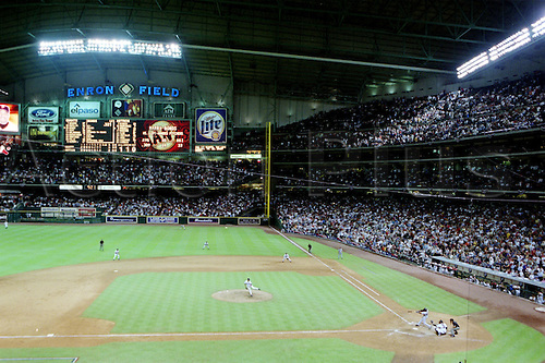 4 Oct 2001:  Barry Bonds of the San Francisco Giants dashes into the record books after hitting his 70th home run into the upper deck during the Gaints 10-2 victory over the Houston Astros at Enron Field in Houston, Texas, USA.  Bonds tied Mark McGwire's single-season record with the shot. Photo:  John Biever/SI/Icon/actionplus...011004.basebal.US sports.american