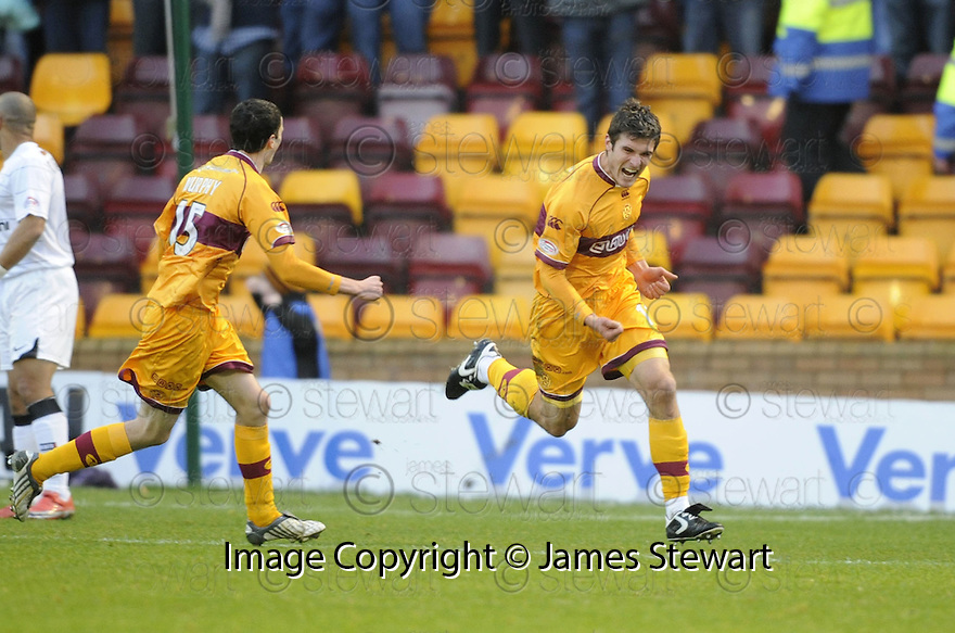 28/11/2009  Copyright  Pic : James Stewart.sct_jspa04_motherwell_v_dundee_utd  . :: JOHN SUTTON CELEBRATES AFTER HE SCORES MOTHERWELL'S FIRST :: .James Stewart Photography 19 Carronlea Drive, Falkirk. FK2 8DN      Vat Reg No. 607 6932 25.Telephone      : +44 (0)1324 570291 .Mobile              : +44 (0)7721 416997.E-mail  :  jim@jspa.co.uk.If you require further information then contact Jim Stewart on any of the numbers above.........