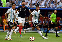KAZAN - RUSIA, 30-06-2018: Olivier GIROUD (C) jugador de Francia disputa el balón con Enzo PEREZ y Marcos ROJO (Der) jugadoresd de Argentina durante partido de octavos de final por la Copa Mundial de la FIFA Rusia 2018 jugado en el estadio Kazan Arena en Kazán, Rusia. / Olivier GIROUD (C) player of France fights the ball with Enzo PEREZ and Marcos ROJO (R) players of Argentina during match of the round of 16 for the FIFA World Cup Russia 2018 played at Kazan Arena stadium in Kazan, Russia. Photo: VizzorImage / Julian Medina / Cont