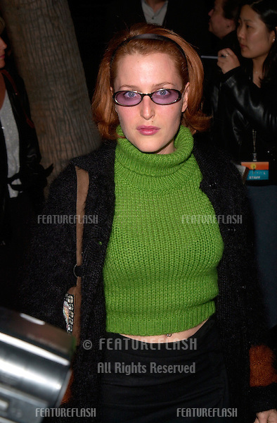 Actress GILLIAN ANDERSON at the Los Angeles premiere of Proof of Life..04DEC2000. © Paul Smith / Featureflash