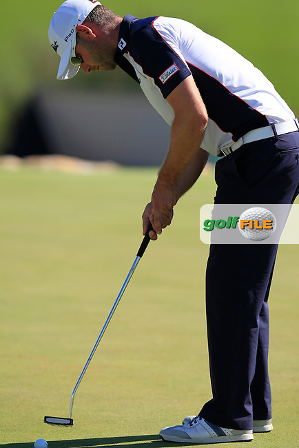Paul Waring (ENG) takes his birdie putt on the 18th green during Friday's Round 2 of the 2013 Portugal Masters held at the Oceanico Victoria Golf Club. 11th October 2013.<br /> Picture: Eoin Clarke www.golffile.ie
