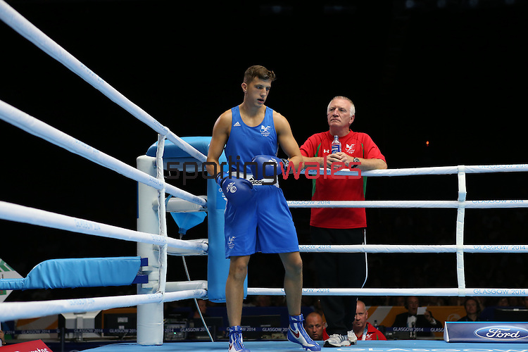 Glasgow 2014 Commonwealth Games<br /> Men's Light Welter (64kg)<br /> Zack Davies, Wales (Blue) v Waheed Shogbamu, Nigeria (Red)<br /> Coach Colin Jones looks on.<br /> 27.07.14<br /> ©Steve Pope-SPORTINGWALES