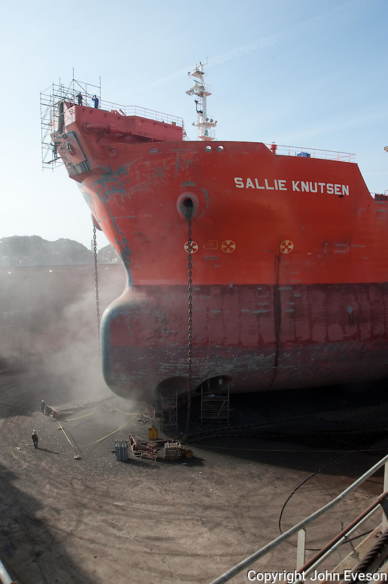 Sallie Knutsen ship in dry dock, Brest, France. A purpose-built crude oil/shuttle tanker built in 1999 in Korea. Its length 276m and a gross tonnage of 87827...Copyright..John Eveson,.Dinkling Green Farm,.Whitewell,.Clitheroe,.Lancashire..BB7 3BN.Tel. 01995 61280.Mobile 07973 482705.j.r.eveson@btinternet.com.www.johneveson.com