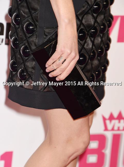 WEST HOLLYWOOD, CA - NOVEMBER 15: Actress Elizabeth Banks, handbag, rings detail, at VH1 Big In 2015 With Entertainment Weekly Awards at Pacific Design Center on November 15, 2015 in West Hollywood, California.