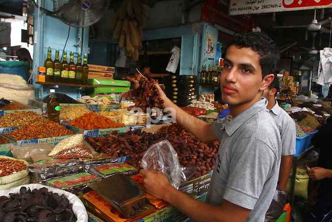 Palestinians shop for food ahead of the Muslim holy fasting month of Ramadan at Al-Zawiya market in Gaza City on July 31, 2011. Photo by Ashraf Amra