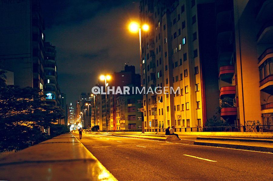 Noite na cidade. Elevado Minhocão. São Paulo. 2008. Foto de Flávio Bacellar.