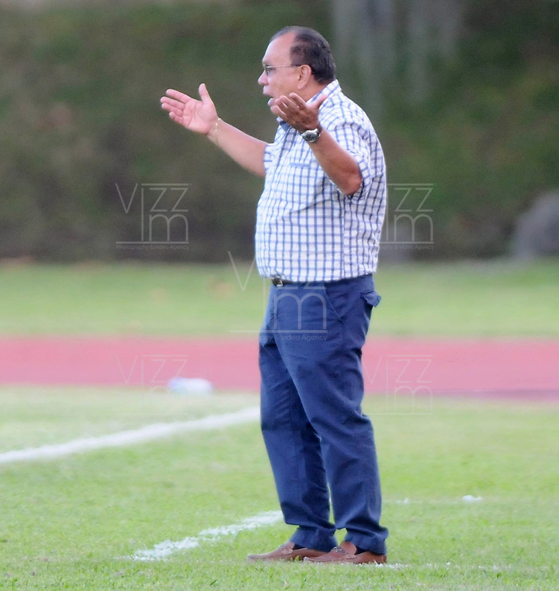 ITAG†ê -COLOMBIA-16-11-2013. Jorge Luis Bernal director tecnico de Itagui contra Atletico Junior   le fue cancelado su contrato por el presidente del club Iatgui el dia de hoy,partido correspondiente  a la primera fecha de los cudrangulares  finales de la Liga Postobon II semestre ,estadio Metropolitano  de Itagui / Jorge Luis Bernal Technical Director of Itagui against Atletico Junior him his contract was canceled by the club president Iatgui this day, game for the first date of the end of the League cudrangulares Postobon II semester Itagui Metropolitan Stadium.Photo:VizzorInage / Luis Rios / Stringer