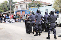SAO PAULO, SP, 11 de junho 2013- Confronto entre policia militar e moradores durante a reintegracao de posse na Av do Cursino 5000 no Parque Bristol Zona Zul de Sao Paulo no terreno com mais de 500 familia  ADRIANO LIMA / BRAZIL PHOTO PRESS).