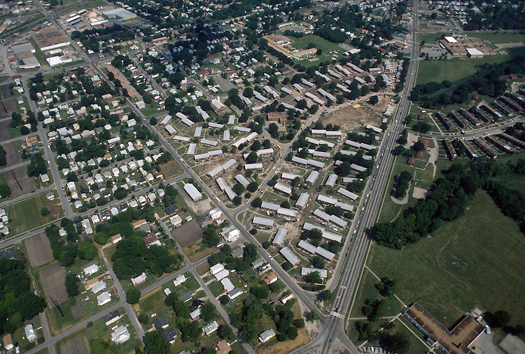 1993 May 21..Assisted Housing..Diggs Town (6-6)...Looking North.Campostella Road on right.Berkley Avenue on left...NEG#.NRHA#..HOUSING: DiggsTn2 1:21