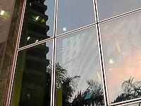 SAO PAULO - SP - 12 DE JULHO DE 2013 - ASSALTO HOTEL - Turista espanhol sofre tentativa de assalto em frente ao Hotel Meliá, localizado na Rua João Cachoeira no Itaim Bibi, em São Paulo (SP), na tarde desta sexta-feira (12). Policiais a paisana que passavam pelo local alvejaram um dos tres assaltantes que veio a falecer. FOTO: MAURICIO CAMARGO / BRAZIL PHOTO PRESS.
