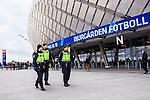 Stockholm 2014-04-06 Fotboll Allsvenskan Djurg&aring;rdens IF - Halmstads BK :  <br /> Poliser utanf&ouml;r Tele2 Arena innan matchen <br /> (Foto: Kenta J&ouml;nsson) Nyckelord:  Djurg&aring;rden DIF Tele2 Arena Halmstad HBK polis poliser utomhus exteri&ouml;r exterior