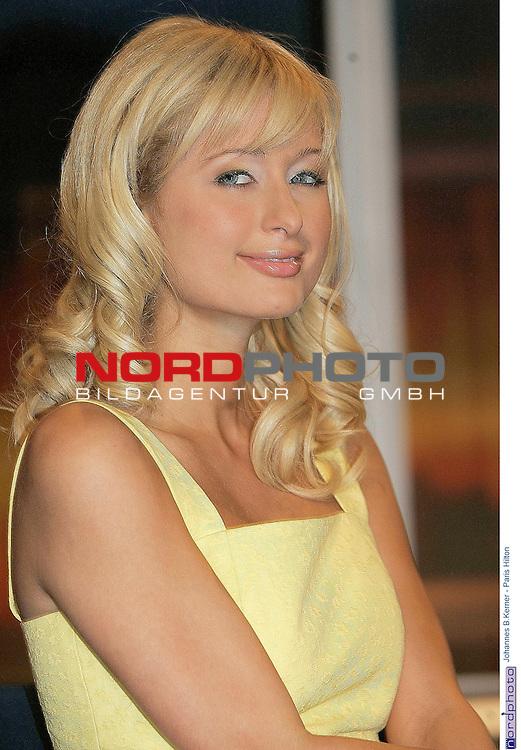 Johannes B.Kerner - Talkshow<br /> <br /> Paris Hilton zu Besuch bei Kerner<br /> <br /> Foto &copy; nordphoto / Anja Heinemann<br /> <br />  *** Local Caption *** Foto ist honorarpflichtig! zzgl. gesetzl. MwSt.<br />  Belegexemplar erforderlich<br /> Adresse: nordphoto<br /> Georg-Reinke-Strasse 1<br /> 49377 Vechta