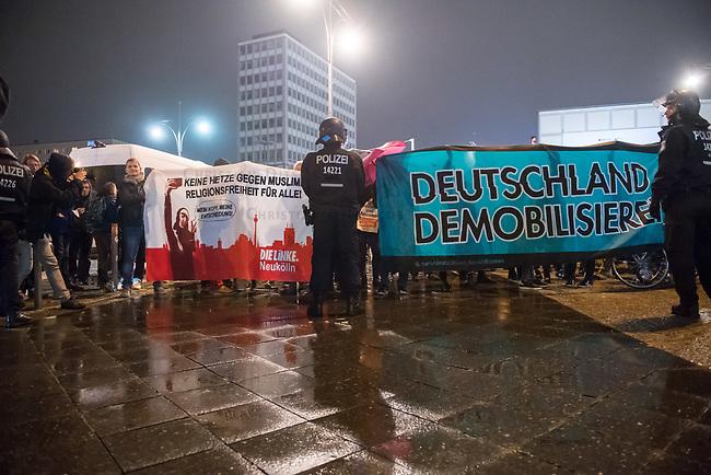 Protest gegen AfD-Wahlerfolg am Abend der Bundestagswahl am 24. September 2017.<br /> In dem Berliner Club &quot;Traffic&quot; am Alexanderplatz feierte die  Partei Alternative fuer Deutschland (AfD) am Wahlabend den Einzug in den Deutschen Bundestag. Davor versammelten sich ca. 1.500 Menschen und protestierten lautstark gegen die rechtsextreme Partei.<br /> 24.9.2017, Berlin<br /> Copyright: Christian-Ditsch.de<br /> [Inhaltsveraendernde Manipulation des Fotos nur nach ausdruecklicher Genehmigung des Fotografen. Vereinbarungen ueber Abtretung von Persoenlichkeitsrechten/Model Release der abgebildeten Person/Personen liegen nicht vor. NO MODEL RELEASE! Nur fuer Redaktionelle Zwecke. Don't publish without copyright Christian-Ditsch.de, Veroeffentlichung nur mit Fotografennennung, sowie gegen Honorar, MwSt. und Beleg. Konto: I N G - D i B a, IBAN DE58500105175400192269, BIC INGDDEFFXXX, Kontakt: post@christian-ditsch.de<br /> Bei der Bearbeitung der Dateiinformationen darf die Urheberkennzeichnung in den EXIF- und  IPTC-Daten nicht entfernt werden, diese sind in digitalen Medien nach &sect;95c UrhG rechtlich geschuetzt. Der Urhebervermerk wird gemaess &sect;13 UrhG verlangt.]